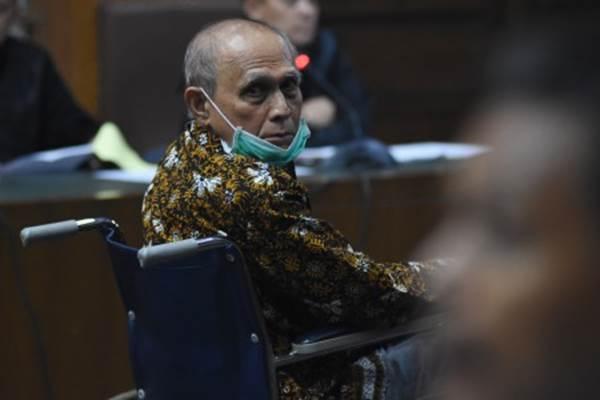 Terdakwa kasus dugaan kepemilikan senjata api ilegal Kivlan Zen menjalani sidang pembacaan eksepsi di Pengadilan Negeri Jakarta Pusat, Kamis (3/10/2019). - ANTARA/Indrianto Eko Suwarso