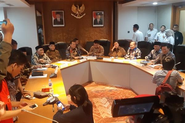 Pimpinan MPR memberikan keterangan pers usai rapat perdana di Kompleks Parlemen, Jakarta, Rabu (9/10/2019). - Bisnis/Jaffry Prabu Prakoso