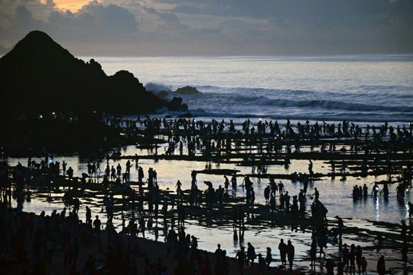 Pantai Mandalika di Lombok Tengah merupakan salah satu andalan pariwisata Nusa Tenggara Barat dan diharapkan men jadi sasaran investasi dalam dan luar negeri. - Antara/Ahmad Subaidi