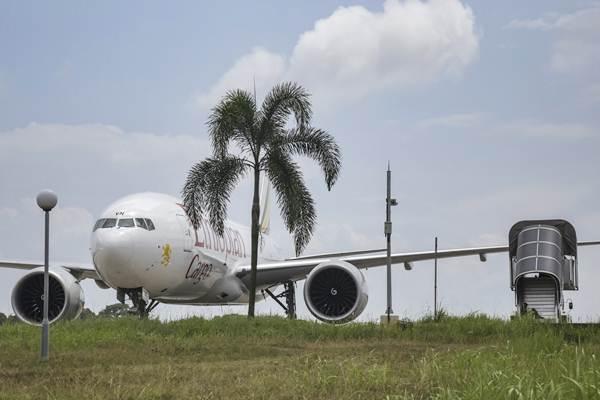 Pesawat kargo Ethiopian Airlines yang diturunkan secara paksa oleh TNI AU, parkir di Bandara Hang Nadim, Batam, Kepulauan Riau, Senin (14/1/2019). - ANTARA/M N Kanwa