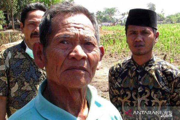 Warga Dusun Suren, Desa Montong Gamang, Kabupaten Lombok Tengah, NTB, Amaq Kasman (73)./ANTARA/Kodim 1620/Loteng - dok).