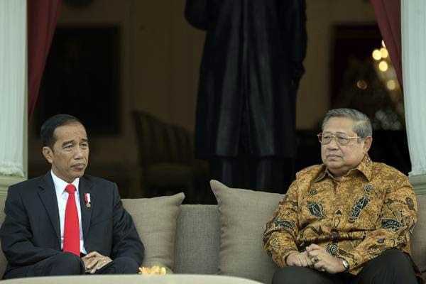 Presiden Joko Widodo (kiri) saat berbincang dengan Presiden keenam Susilo Bambang Yudhoyono beberapa waktu lalu - ANTARA/Rosa Panggabean