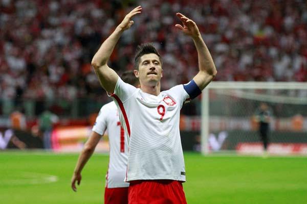 Striker Timnas Polandia Robert Lewandowski. - Reuters/Kacper Pempel