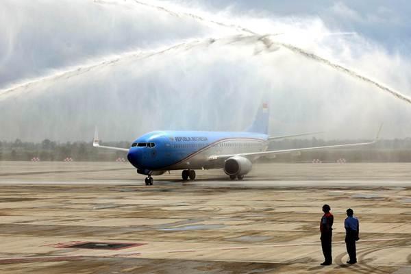 Pesawat Kepresidenan Republik Indonesia yang ditumpangi Presiden Joko Widodo melakukan pendaratan perdana di Bandara Internasional Jawa Barat (BIJB) Kertajati, Kabupaten Majalengka, Jawa Barat, Kamis (24/5/2018). - JIBI/Rachman