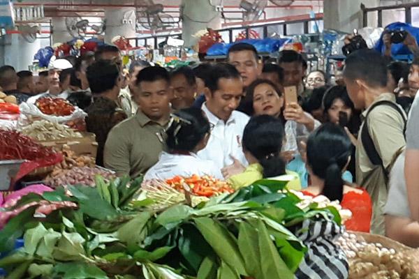 Ilustrasi-Presiden Joko Widodo saat melakukan kunjungan ke Pasar Badung, Denpasar, Sabtu 18 Mei 2019. - Bisnis/Ema Sukarelawanto