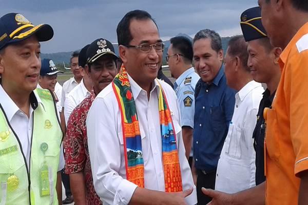 Menhub Budi Karya Sumadi mengunjungi Bandar Udara Internasional HAS Hanandjoeddin Tanjung Pandan, Belitung, Sabtu (28/10/2017). - Bisnis.com/Renat Sofie