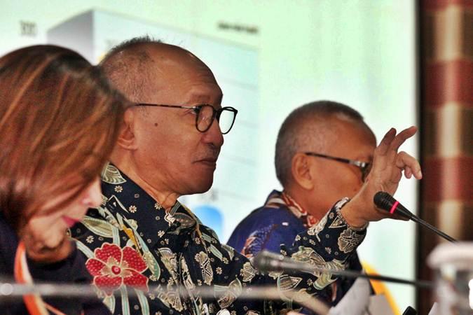 Direktur Utama PT Asuransis Jiwa Taspen (Taspen Life) Maryoso Sumaryono didampingi direksi lainnya memberikan penjelasan mengenai kinerja perusahaan seusai rapat umum pemegang saham di Jakarta, Kamis (28/2/2019). - Bisnis/Dedi Gunawan