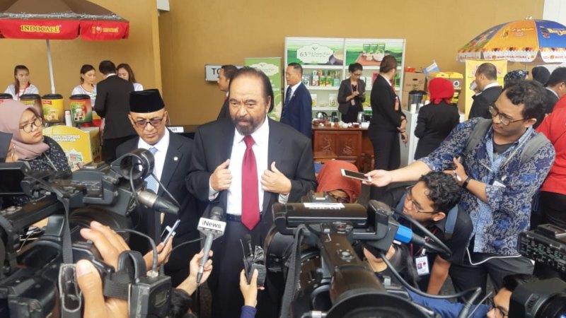 Ketua Umum Partai NasDem Surya Paloh memberikan keterangan kepada wartawan saat ditemui di Kompleks Parlemen, Senayan, Jakarta, Jumat (16/8/2019). - Bisnis/Jaffry Prabu Prakoso