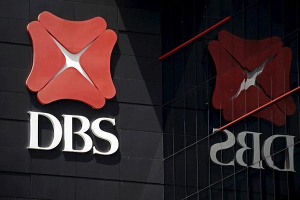 Logo DBS (Development Bank of Singapore) Bank di salah satu kantornya di Singapura. - Reuters/Edgar Su