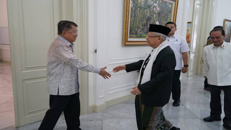 Wakil Presiden Jusuf Kalla menyambut Wakil Presiden Terpilih Ma'ruf Amin di Istana Wakil Presiden, Jumat (4/10/2019). JIBI/Bisnis - Anggara Pernando