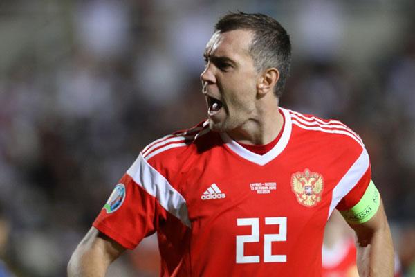 Pemain Rusia Artem Dzyuba setelah menjebol gawang Siprus. - Reuters/Yiannis Kourtoglou