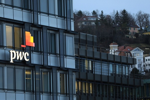 Gedung Pricewaterhouse Coopers International Ltd di Stuttgart, Germany. - Bloomberg/Krisztian Bocsi