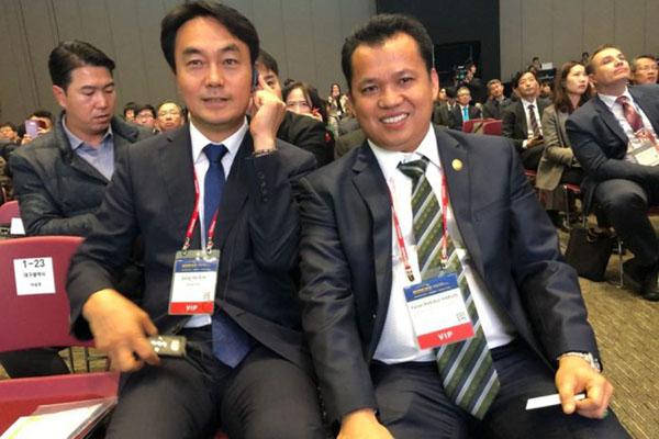 Faisal Habibur (kanan) saat hadir dan berbicara di forum Bitgaram International Exposition of Electric Power Technology (BIXPO) 2018, yang diselenggarakan The Korea Electric Power Corporation (Kepco) di Gwangju, Korea Selatan. - Istimewa