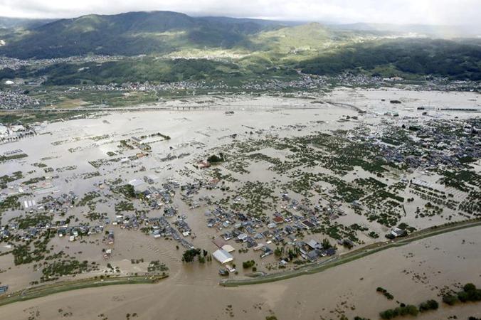 Pandangan udara menunjukkan daerah pemukiman yang dibanjiri oleh sungai Chikuma, yang disebabkan oleh Topan Hagibis di Nagano, Jepang tengah, 13 Oktober. - REUTERS