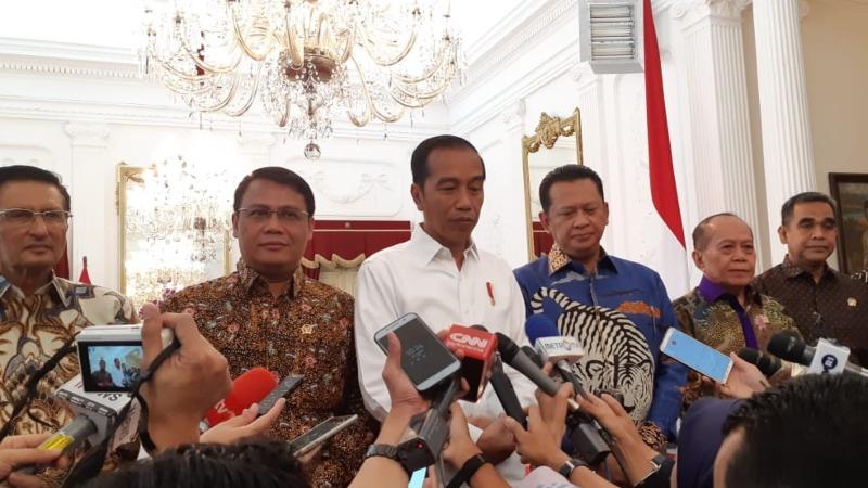 Presiden Joko Widodo memberikan pernyataan usai bertemu pimpinan MPR di Istana Merdeka, Jakarta, Rabu (16/10/2019). - Bisnis/Amanda Kusumawardhani