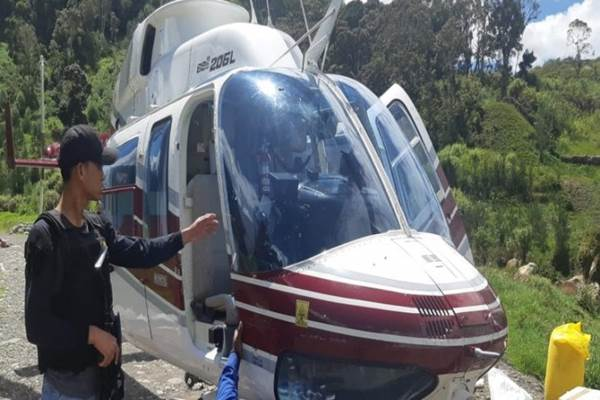 Helikopter milik PT. Intan Angkasa Air Service, Rabu (16/10/2019) ditembak KKB saat melintas di kampung Olenki, Kab.Puncak, Rabu (16/10). - ANTARA/HO/Humas Polda Papua