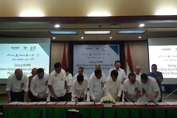 Proses penandatanganan Sinergi BUMN dalam Kerja Sama Rekstrukturisasi Bisnis Merpati Nusantara Airlines di Kementerian BUMN, Rabu (16/10/2019). - Bisnis/Annisa Sulistyo Rini