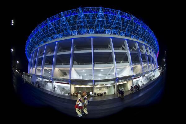 Suasana Stadion Utama Gelora Bung Karno yang dihiasi lampu warna warni di Jakarta, Selasa (13/2/2018) malam. - ANTARA/Widodo S Jusuf
