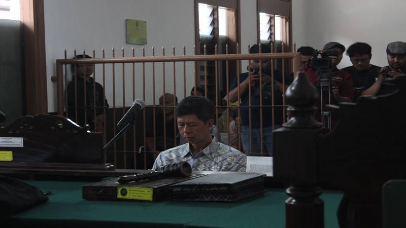 Mantan Kepala Lembaga Pemasyarakatan (Lapas) Sukamiskin, Wahid Husein, mengaku akan pikir-pikir terhadap vonis 8 tahun penjara yang dijatuhkan majels hakim di Pengadilan Negeri Bandung, Senin (8/4/2019). JIBI/Bisnis - Dea Andriyawan