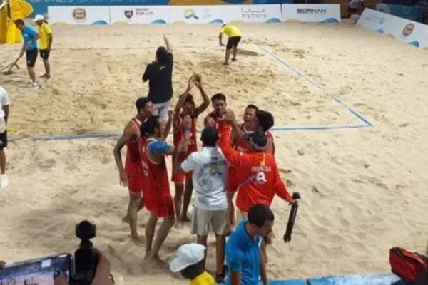 Tim voli pantai Indonesia merayakan keberhasilan meraih medali perunggu di World Beach Games. - Antara-KOI