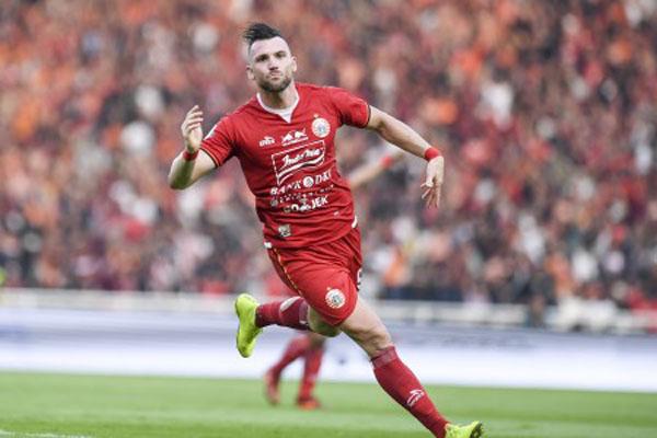 Penyerang Persija Jakarta Marko Simic akan menghadapi laga berat di Makassar. - Antara/Hafidz Mubarak