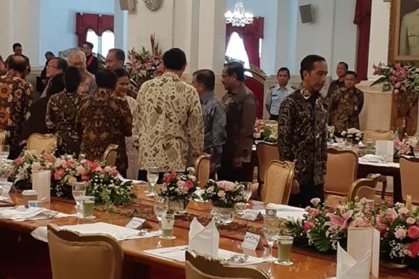 Suasana silaturahmi Presiden Joko Widodo dengan Wakil Presiden Jusuf Kalla dan para menteri kabinet kerja di Istana Negara, Jumat (18/10/2019). - Bisnis/Amanda Kusumawardhani