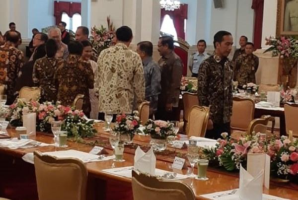 Suasana silaturahmi Presiden Joko Widodo dengan Wakil Presiden Jusuf Kalla dan para menteri kabinet kerja di Istana Negara, Jumat (18/10/2019). - Bisnis/Amanda