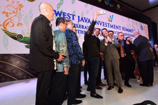 Gubernur Jabar Ridwan Kamil berfoto bersama di sela-sela WJIS 2019 - Bisnis/Wisnu Wage