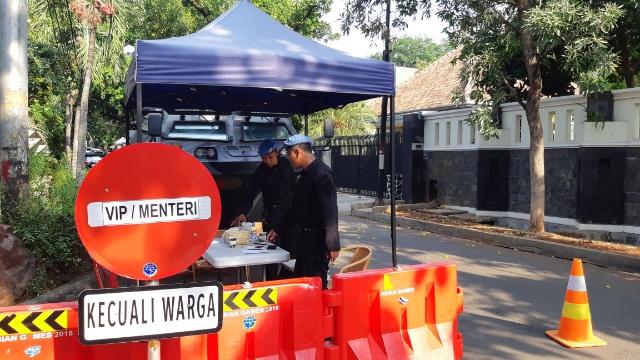 Pengamanan diperketat di sekitar kediaman Maruf Amin di Jalan Situbondo, Menteng, Jakarta Pusat, Sabtu (19/10/2019) - Rayful Mudassir / Bisnis Indonesia