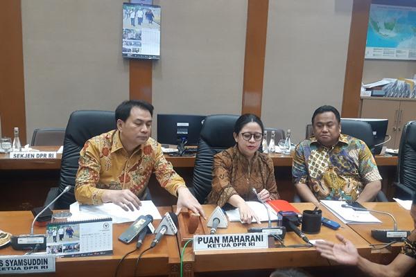(dari kiri ke kanan) Wakil Ketua DPR Aziz Syamsudin, Ketua DPR Puan Maharani, dan Wakil Ketua DPR Rachmat Gobel - Bisnis/Jaffry Prabu Prakoso