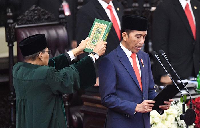 Presiden Joko Widodo mengucapkan sumpah saat dilantik menjadi presiden periode 2019-2024 di Gedung Nusantara, kompleks Parlemen, Senayan, Jakarta, Minggu (20/10/2019). ANTARA FOTO/Akbar Nugroho Gumay - pras.