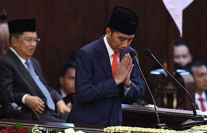 Presiden Joko Widodo memberikan salam sebelum pidato seusai dilantik menjadi Presiden ke-9 periode 2019-2024 di Gedung Nusantara, kompleks Parlemen, Senayan, Jakarta, Minggu (20/10/2019). Antara - Akbar Nugroho Gumay
