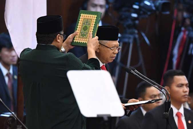 Wakil Presiden terpilih Ma'ruf Amin mengucapkan sumpah saat dilantik menjadi wakil presiden periode 2019-2024 di Gedung Nusantara, kompleks Parlemen, Senayan, Jakarta. Antara - Akbar Nugroho Gumay