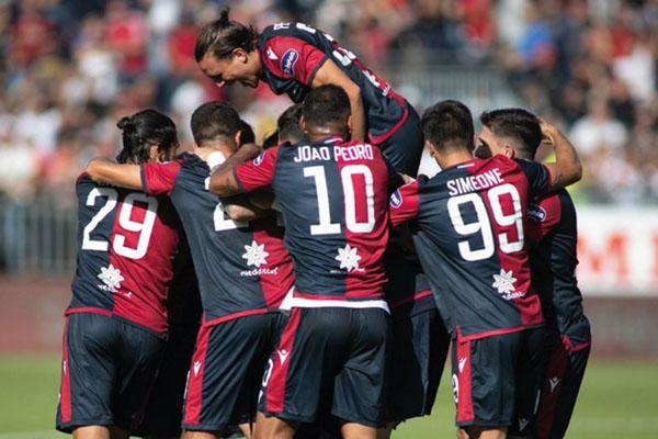 Para pemain Cagliari bersukacita selepas mencetak gol pertama ke gawang SPAL. - Twitter@CagliariCalcio