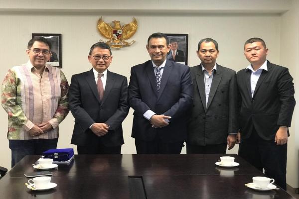 Ketum Apjati Ayub Basalamah (tengah) bertemu dengan Dubes RI di Jepang Arifin Tasrif di Tokyo membahas peluang kerja magang di Jepang. - Antara