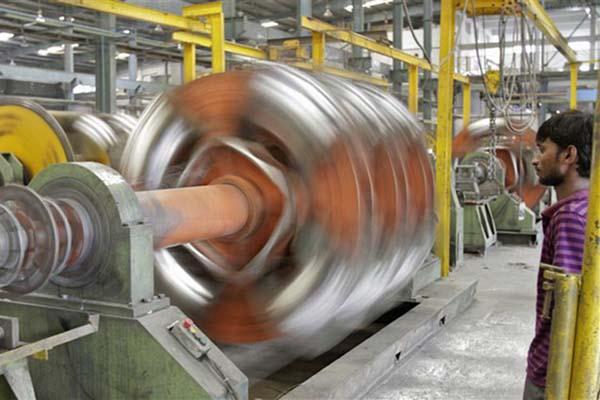 Ilustrasi kegiatan industri manufaktur - Reuters