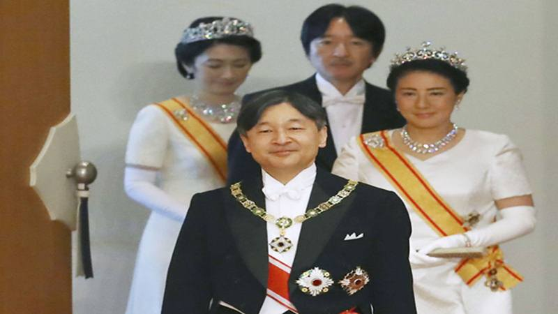 Kaisar Jepang Naruhito, Permaisuri Masako, Putra Mahkota Akishino dan Putri Mahkota Kiko menghadiri ritual yang disebut Kenji-to-Shokei-no-gi, sebuah upacara untuk mewarisi tanda kerajaan dan segel kekaisaran, di Istana Kekaisaran di Tokyo, Jepang 1 Mei 2019 - Reuters