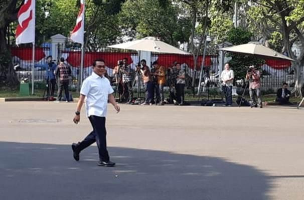 Moeldoko saat berjalan menuju Istana memenuhi panggilan Presiden Jokowi, Selasa (22/10/2019). - Bisnis/Amanda Kusumawardhani