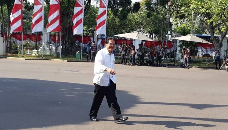 Sofyan Djalil memasuki Istana memenuhi panggilan Presiden Joko Widodo. Selasa (22/10/2019) - Bisnis/Amanda Kusuma