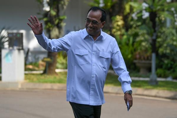 Mantan Menteri Perhubungan Budi Karya Sumadi di Kompleks Istana Kepresidenan di Jakarta pada Selasa (22/10/2019). - Antara/Wahyu Putro