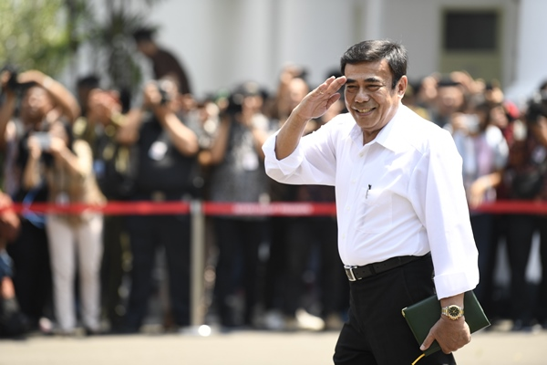 Mantan Wakil Panglima TNI Jenderal TNI (Purn) Fachrul Razi tiba di Kompleks Istana Kepresidenan di Jakarta, Selasa (22/10/2019) - ANTARA FOTO/Puspa Perwitasari