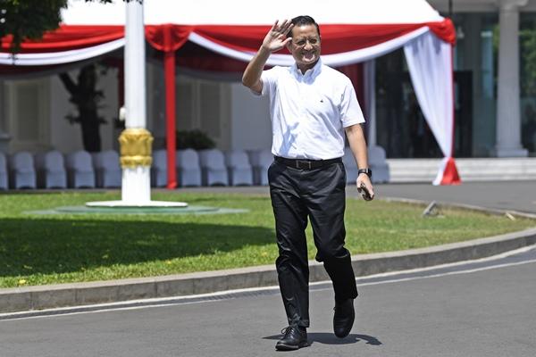 Politisi PDIP Juliari Batubara tiba di Kompleks Istana Kepresidenan di Jakarta, Selasa (22/10/2019) - ANTARA FOTO/Puspa Perwitasari