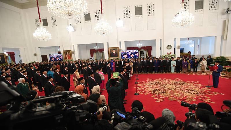 Presiden Joko Widodo mengambil sumpah jajaran menteri dalam rangkaian pelantikan Kabinet Indonesia Maju di Istana Merdeka, Jakarta, Rabu (23/10/2019). - Antara