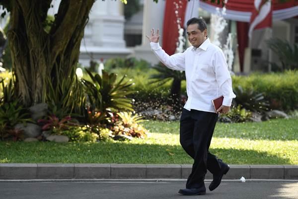 Ketum PB Ikatan Anggar seluruh Indonesia Agus Suparmanto tiba di Kompleks Istana Kepresidenan di Jakarta, Selasa (22/10/2019). - ANTARA/Puspa Perwitasari