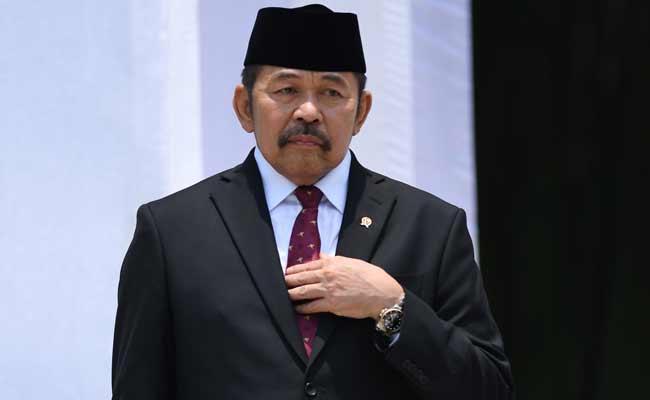 Jaksa Agung ST Burhanuddin (ketiga kanan, memakai jas hitam) saat berada di Kejaksaan Agung usai pelantikan dirinya di Istana Negara, Rabu (23/10/2019). - Bisnis/Sholahuddin Al Ayyubi.jpg