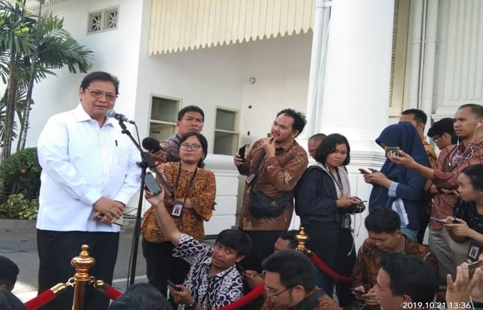 Airlangga Hartarto memberikan penjelasan kepada awak media seusai bertemu dengan Presiden Joko Widodo (Senin, 21/10/2019) - Bisnis/Amanda K