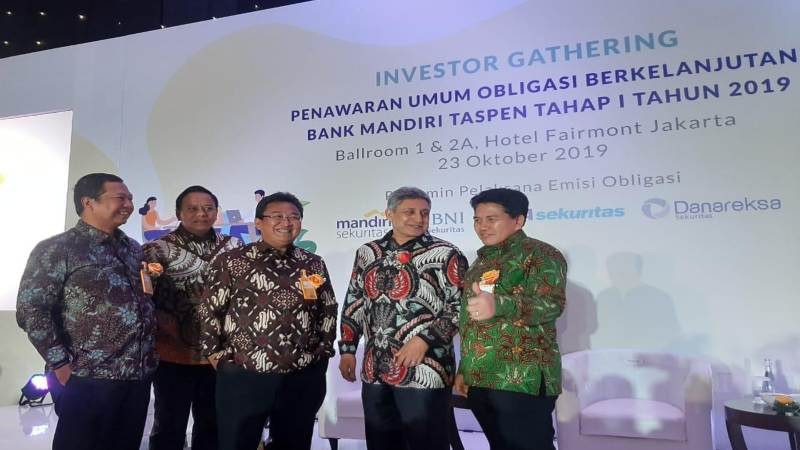 Senior Executive Vice President Finance Retail & Digital Banking Fajar Ari Setiawan, Direktur IT  Iwan Soeroto, Direktur Utama Josephus K. Triprakoso, Komisaris Utama Abdul Rachman, serta Direktur Risk & Compliance Paulus E. Suyatna usai acara Investor Gathering Bank Mantap, Rabu (23/10/2019). - Bisnis/M. Richard