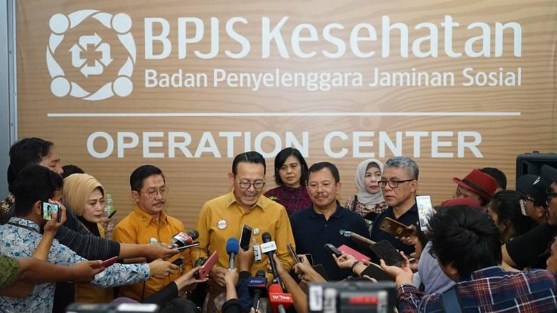 Menteri Kesehatan Terawan dan Direktur Utama BPJS Kesehatan Fachmi Idris melakukan wawancara usai rapat tertutup di Kantor Pusat BPJS Kesehatan, Jakarta pada Jumat (25/10/2019). - Dok. BPJS Kesehatan