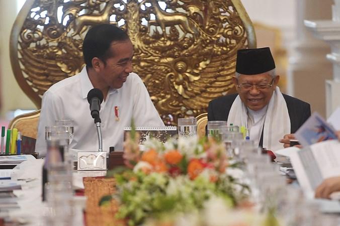 Presiden Joko Widodo dan Wakil Presiden Ma'ruf Amin dalam sidang kabinet paripurna di Istana Merdeka, Jakarta, Kamis (24/10/2019). - Antara/Akbar Nugroho Gumay