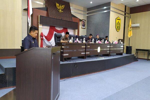 Wali Kota Banjarmasin H Ibnu Sina saat memberikan sambutan terkait RAPB Tahun 2020. - Bisnis / Arief Rahman